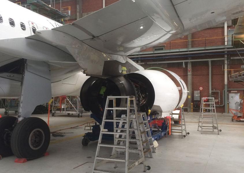 v2500 engine change at Melbourne Jet Base